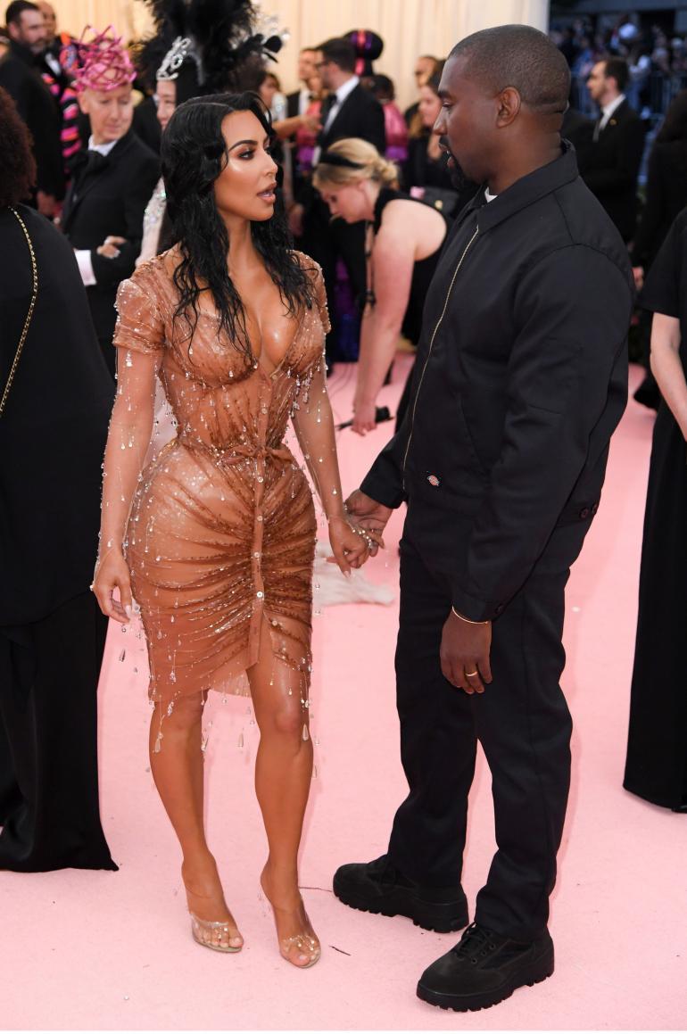 Muita pornovideon katsojalukuja nostattavia Kim Kardashian.