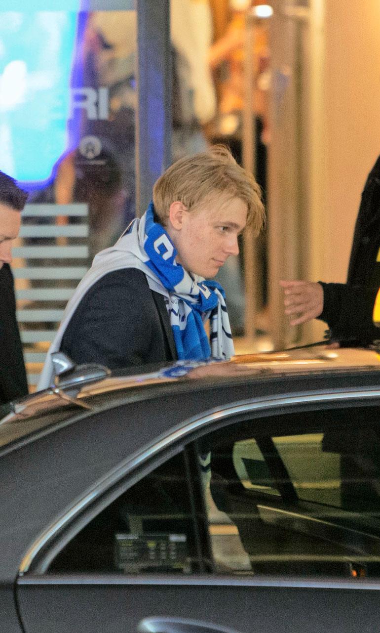 Helsingin ravintola Teatterista maailmanmestari poistui ennen kahta. Samaan taksiin hyppäsi oma äiti.