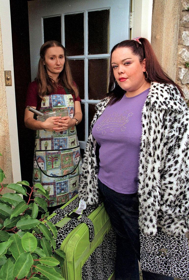 Lisa oli 25-vuotias jättäessään Mandy Dinglen roolin Emmerdalessa. Hän palasi suosikkisarjaan 17 vuotta myöhemmin liki 80 kiloa pienempänä.