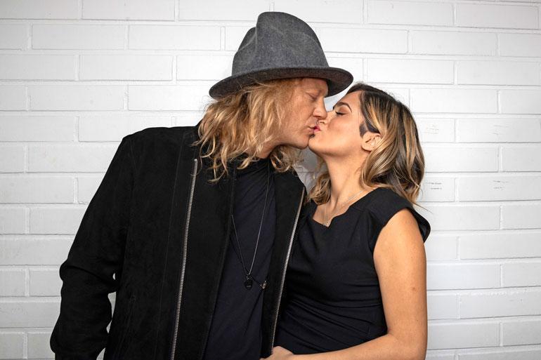 Jukka Hildén ja Chachi Gonzales menivät kihloihin viime vuoden elokuussa.