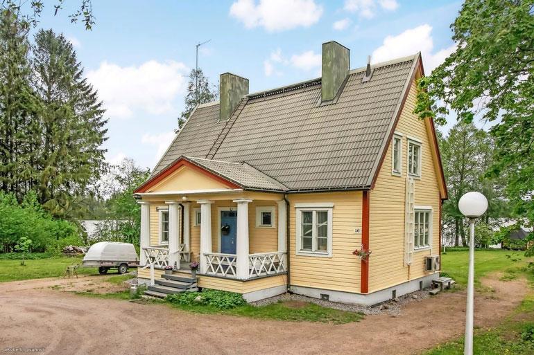 Sadun ja Antin idyllinen hirsitalo sijaitsee 35 kilometrin päässä Helsingistä.