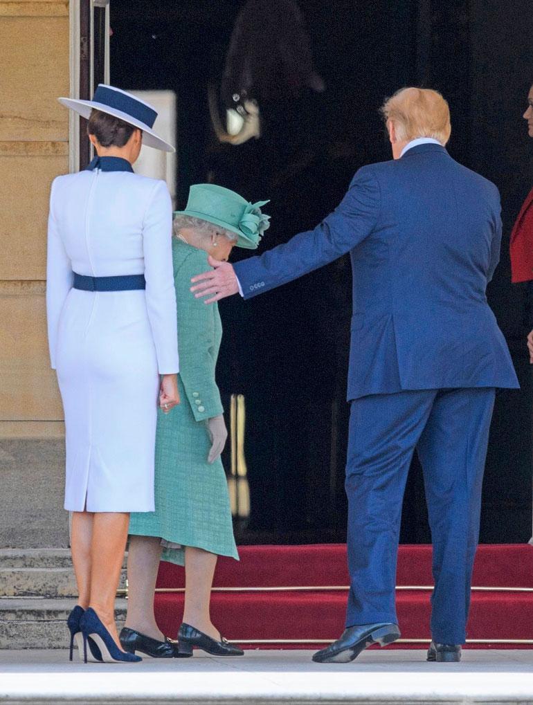 Ei näin! Brittikuninkaallisia ei kosketa kuin kätellessä.