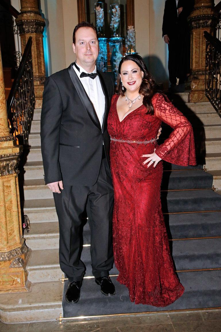 Niinan ja hänen Tomi- miehensä avioliitto kesti kaksi vuotta. Pariskunta poseerasi Seiskalle Linnan juhlien jatkoilla vuonna 2018.