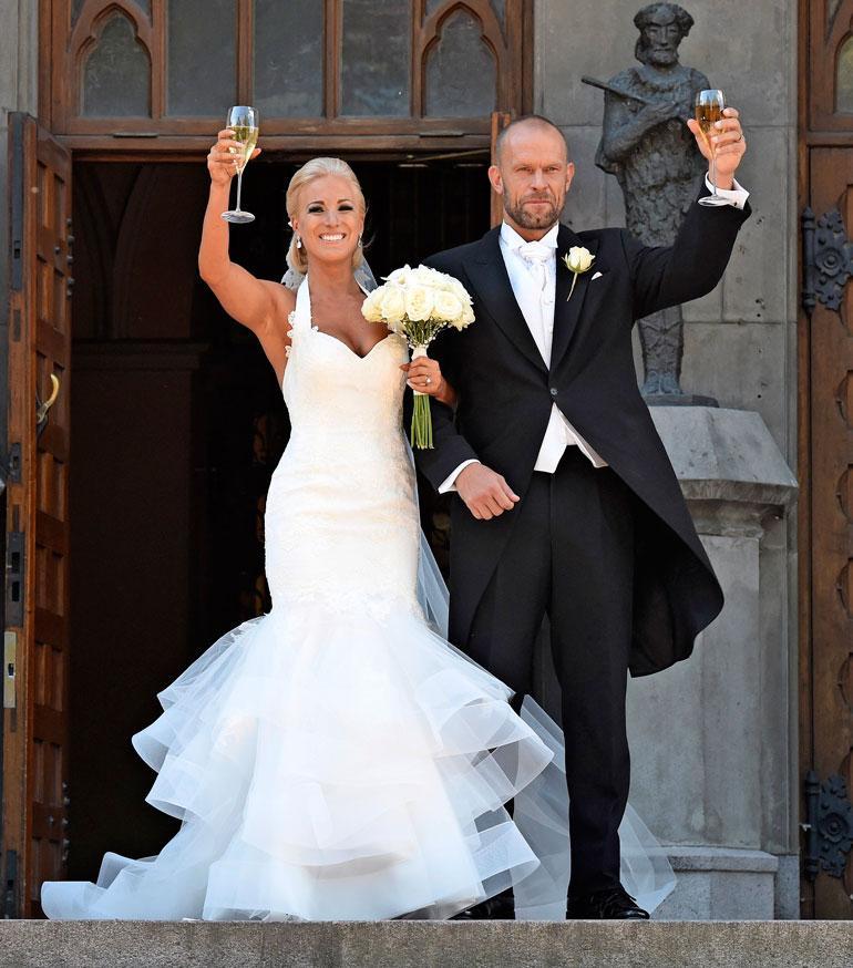 Nanna (o.s. Koivisto) ja Jere Karalahti avioituivat Helsingissä elokuussa 2015. Myrskyisä liitto ajautui hetkelliseen asumuseroon keväällä 2017. Pariskunnalla on kaksi yhteistä lasta.