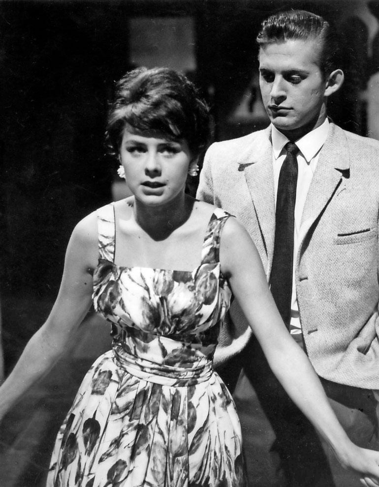 – Meistä suunniteltiin uutta Taunoa ja Ansaa, mutta SF:n konkurssi 1965 kaatoi idean, Pirkko viittaa Esko Salmiseen, jonka kanssa hän kuvasi lukuisia SF-elokuvia. Kuva elokuvasta Toivelauluja (1961).