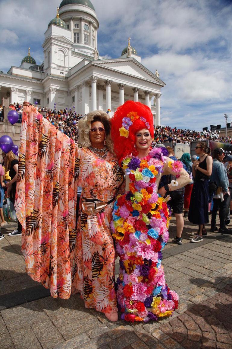 Marko Vainio Pride-kulkueessa.