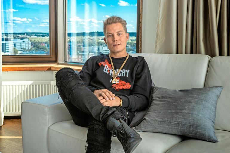 Cheekin firma on sijoittanut varojaan muun muassa arvopapereihin, joita Liiga Musicilla on yli 900 000 eurolla.