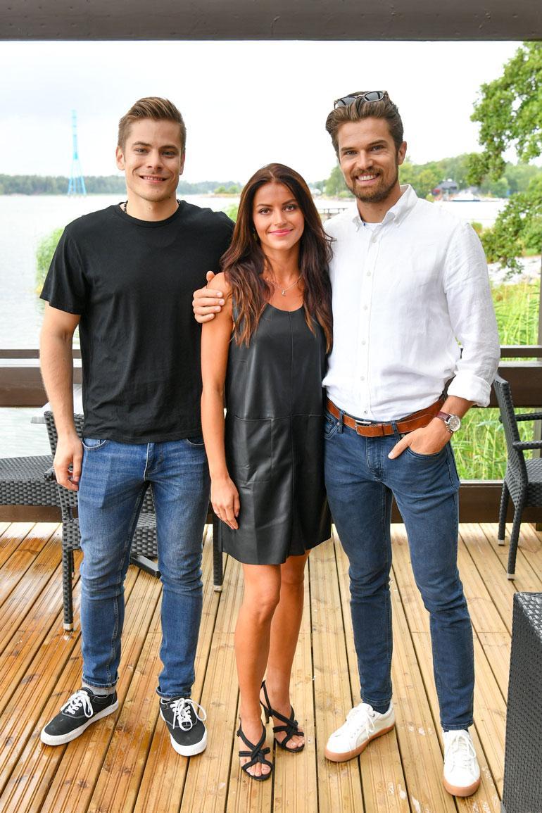 Sarjassa näyttelevät myös Tuomas Paalanen (vas.) ja Heikki Slåen. Sofia Arasalo on katsojille tuttu Salattujen elämien Lolana.