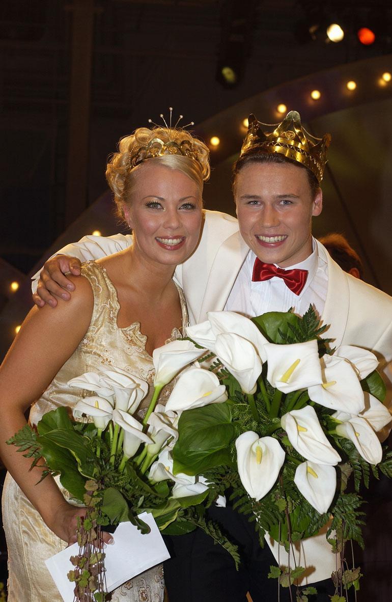 Tangokuningattaren kruunu tuli vuonna 2002. Kuninkaaksi tuolloin valittiin Mikko Kilkkinen.