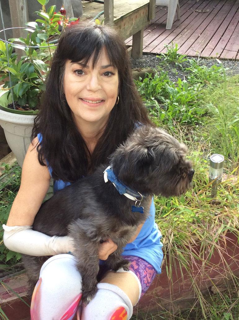  Kanadassa ei ole julkista terveydenhuoltoa. – Perheenjäseneni ja ystäväni keräsivät minulle 15 000 euroa, jotta sain hankittua jalkaproteesit, Christine kertoo.