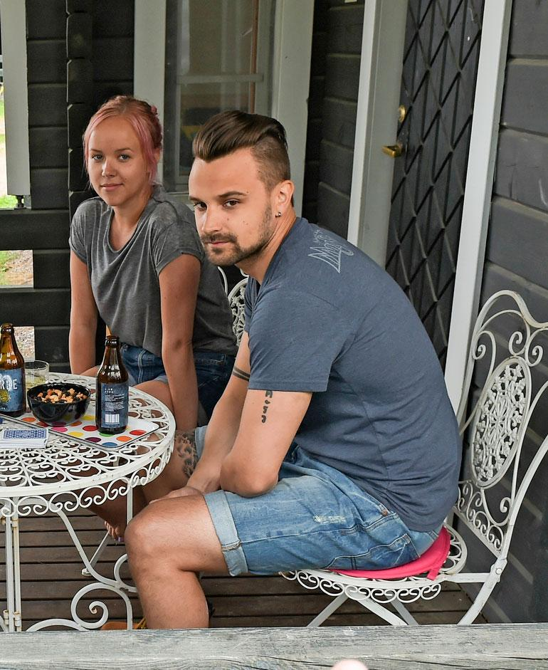 Mikko on naimisissa entisen Salatut elämät -tähden Sara Parikan kanssa. Pariskunnalla on kaksi pientä lasta.
