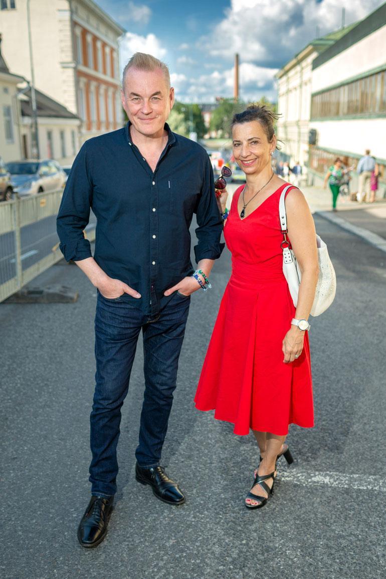 Arto Nyberg edusti Porissa Sara-vaimonsa kanssa.