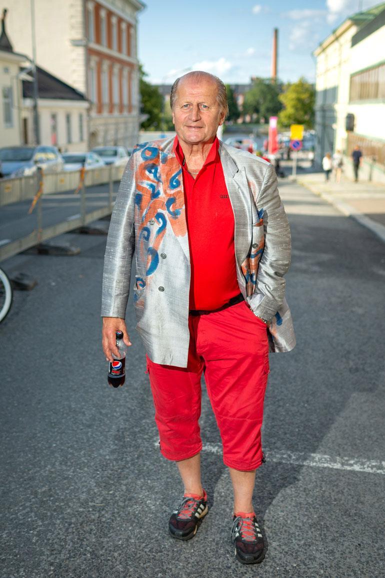 Näyttävästä tyylistään tunnettu Tami edusti Porissa punaisessa asussa.