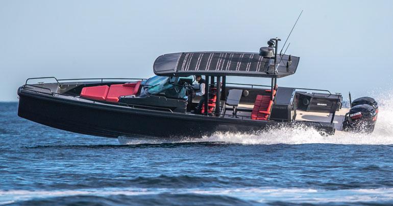 Brabus Shadow 800 on suomalaisen Axoparin  valmistama noin 11-metrinen vene.