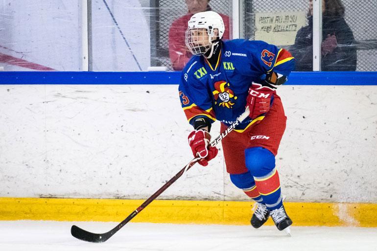 Leevi pelaa isänsä tavoin tavoitteellisesti jääkiekkoa. Viime syksynä hän pelasi B-nuorten SM-sarjassa Jokereiden U18 -joukkueessa.