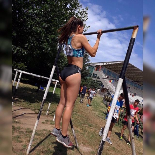 Pikajuoksussa kovaa jälkeä tehnyt Tara kuuluu Romanian naisten kelkkailumaajoukkueeseen.