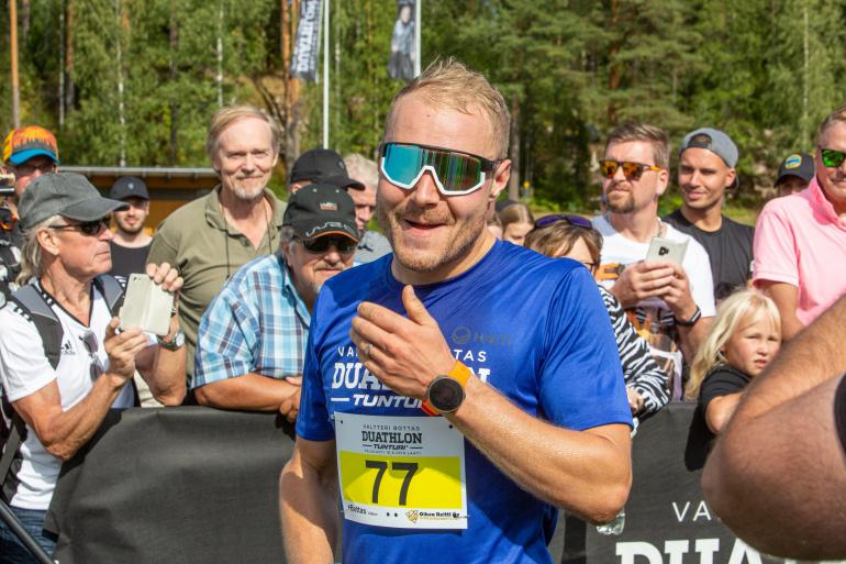 Valtteri Bottas kommentoi F1-sopimusneuvotteluitaan Seiskalle sunnuntaina Pajulahdessa nimeään kantavassa duatlhon-kisassa.