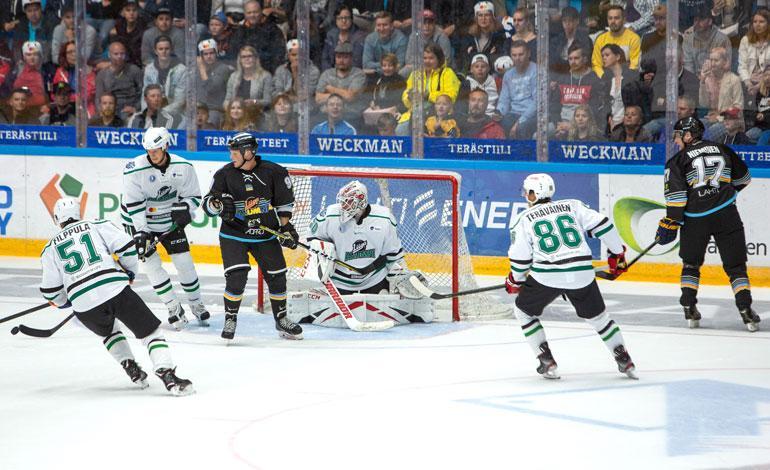 Pelaajien selkämyksissä vilahteli Liiga Alumni All Star -ottelussa toinen toistaan tunnetumpia nimiä.