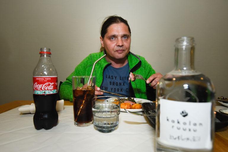 Kakolassa on nyt ravintola, jonka ruokaa ei Karin mukaan voi edes verrata vankiaikaan. – Silloin tarjoiltiin rupiperunoita, joita sai vain Kakolasta.