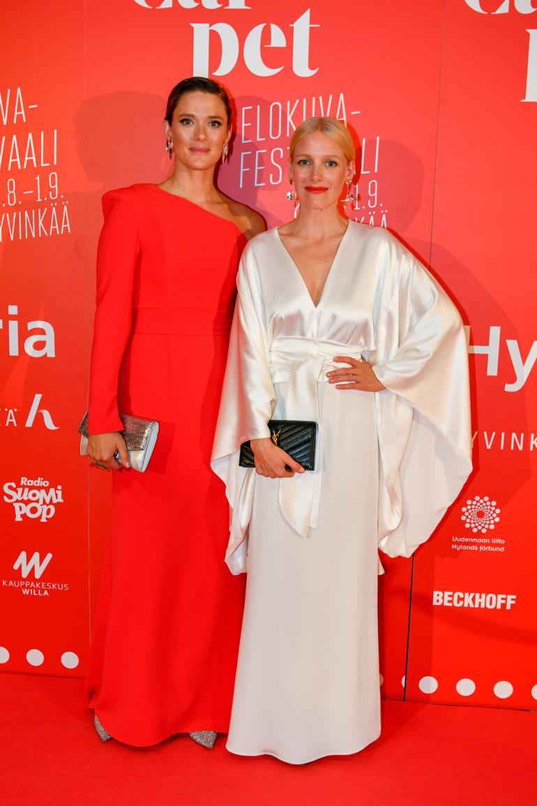 Krista Kosonen ja Laura Birn Red Carpet -gaalassa.