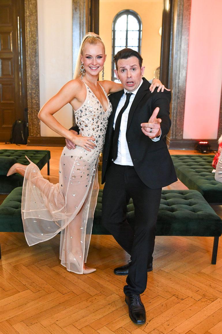 Kia Lehmuskoski on Timo Lavikaisen tanssinopettaja.