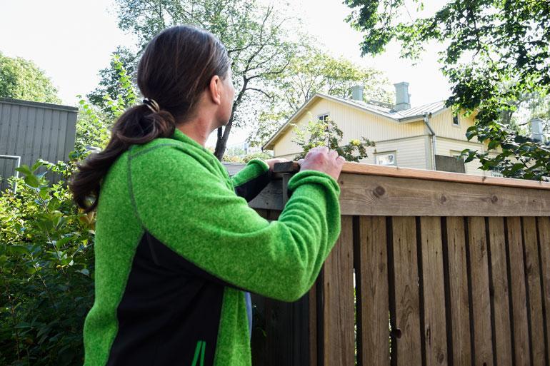 Puutalo, jonka katolla Kari ja sellikaveri olivat piilossa pakonsa jälkeen.