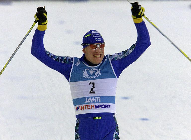 Jarin kilpailuvietti on vähentynyt urheilu- uran jälkeen. – Olen käynyt hiihtämässä Finlandia-hiihdon, mutten ajattele sitä kilpailemisena. Se on enemmän sellaista itsensä voittamista. Kuva vuodelta 2001.