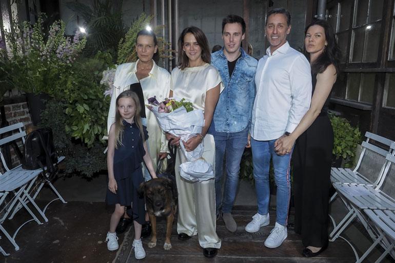 Ex-pari Stephanie ja Daniel ovat poseeranneet perhepotreteissa viime aikoina ahkerastikin. Ensin oli Louis-pojan häät ja sitten Paulinen vaatemalliston lanseeraus.