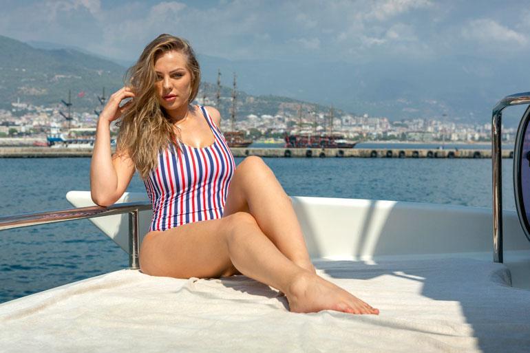 Turkin kuvausmatkan jälkeen Erika lähti Kreikkaan.