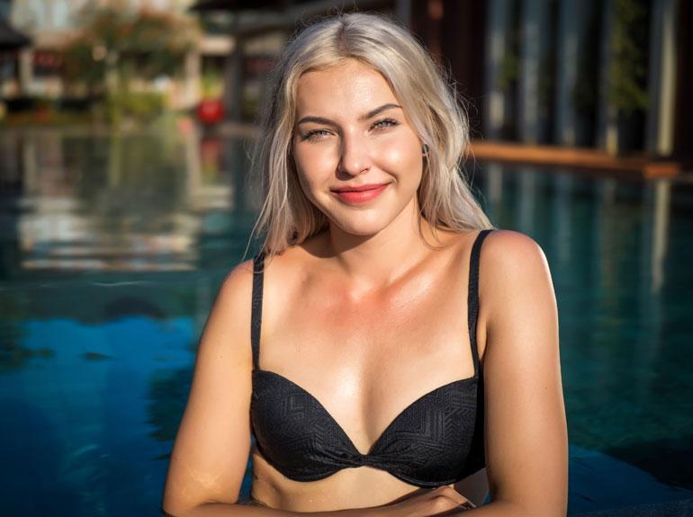 Marina on yksi Temptation Islandin vaaleista sinkkukaunottarista.