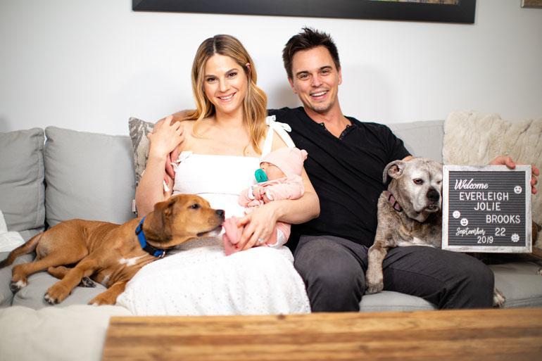 Näyttelijäpariskunta Darin Brooksin ja Kelly Krugerin tytär Everleigh painoi syntyessään 4,1 kiloa ja oli 54 senttiä pitkä. – Hän näyttää supermallilta, tuore isä hihkuu.