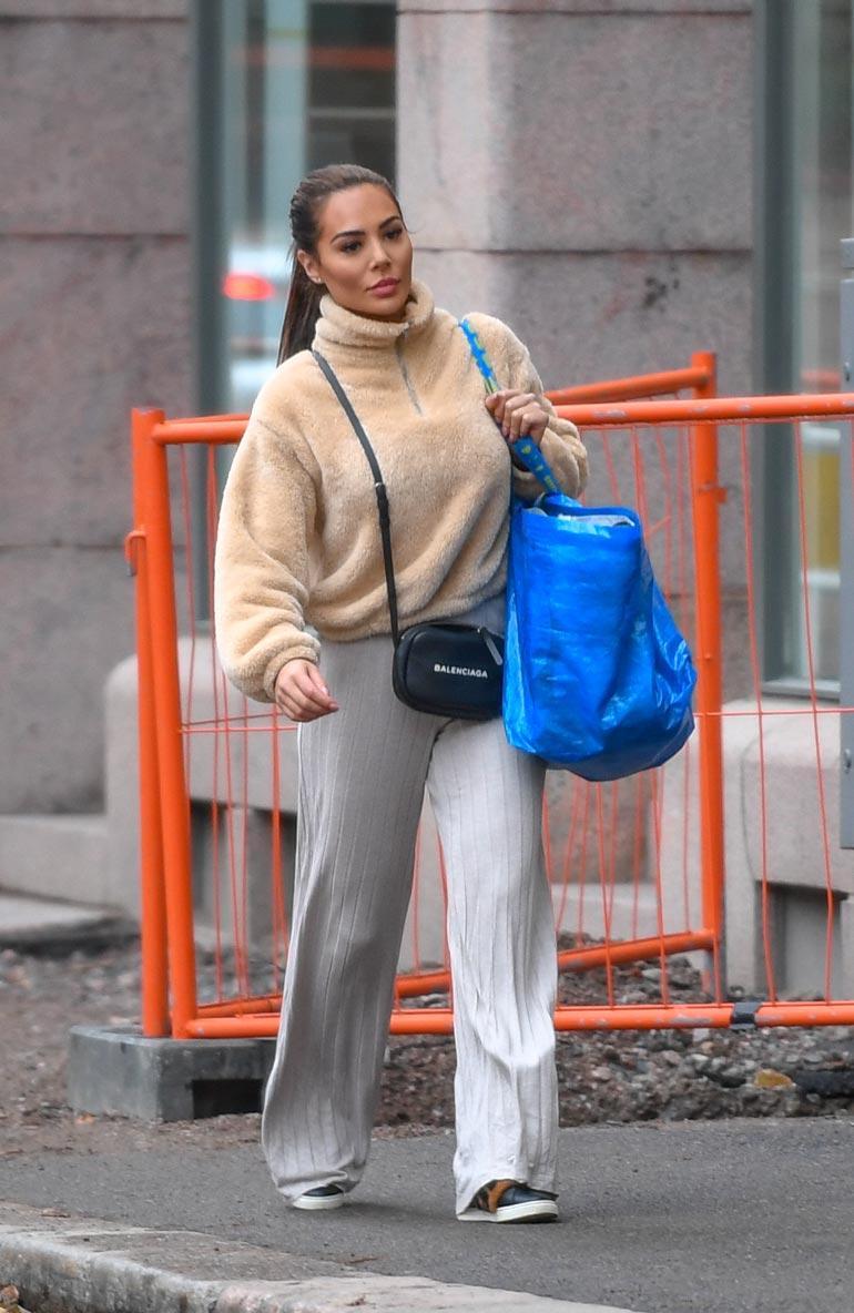 Sofia luotti Ikean siniseen kassiin kuten monet muutkin muuttajat.