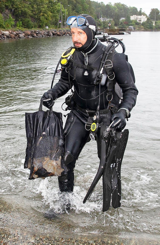 Haakon osallistui ympäristötalkoisiin.