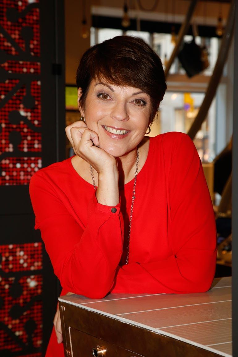 Anna-Liisa Tilus valittiin Miss Suomeksi vuonna 1984. Hän on opiskellut tiedottajaksi ja on Ylen televisiokuuluttaja.