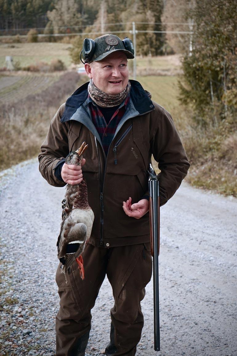 Ari innostui metsästyksestä armeijassa. Hän käy usein esimerkiksi sorsajahdissa Viltgårdenin mailla Inkoossa.