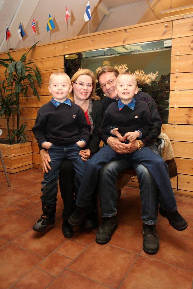 Timo T.A., Nina ja pojat.
