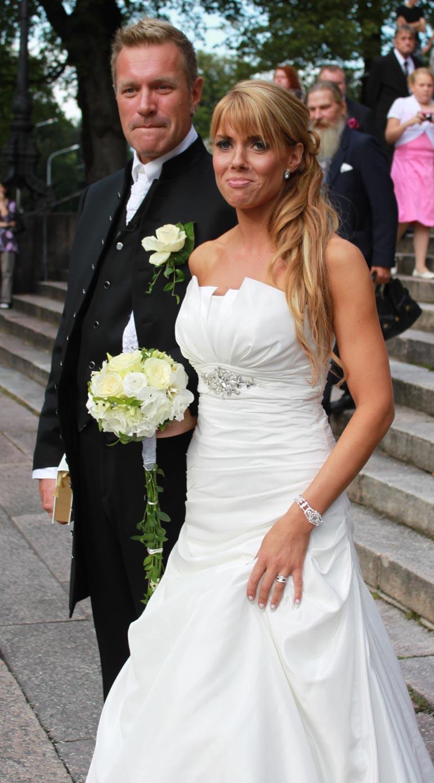 Pari meni naimisiin kesällä 2011 Turussa. - Olkoon tämän kirjan nimi Suuri rakkaustarina, mutta nyt laitan sen kannen kiinni, Tauski sanoo.