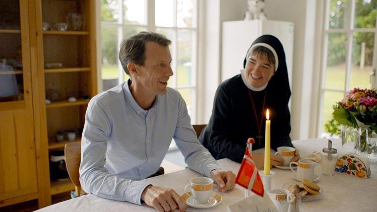 Prinssi Joachim haastatteli nunnia.