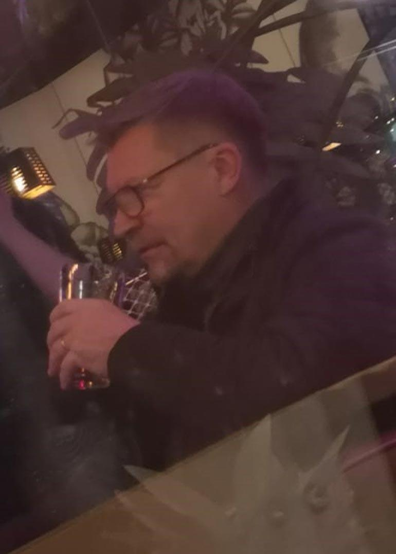 Jukka Jalonen kaljalla.