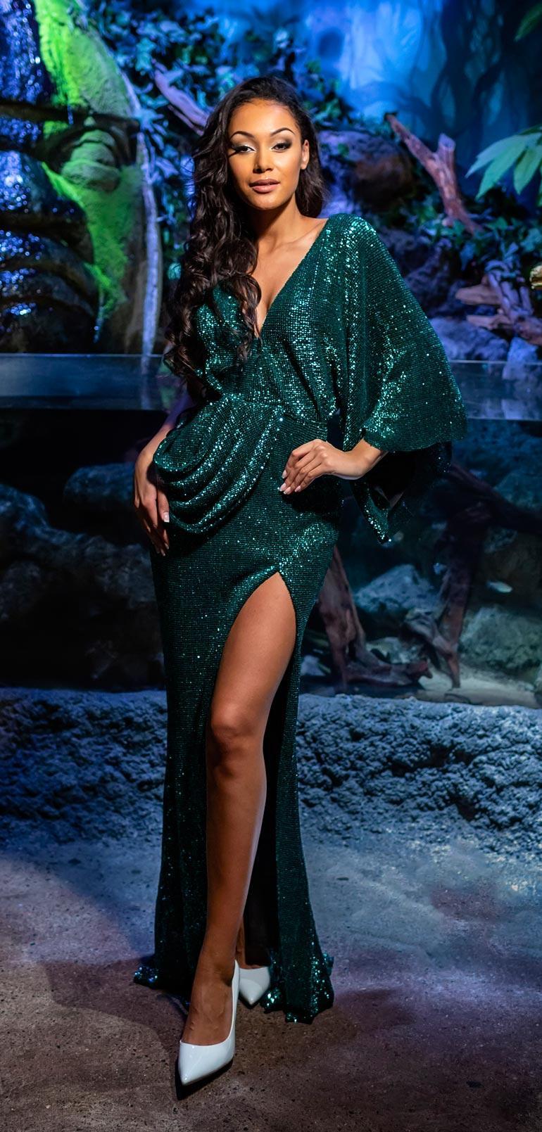 – Haluan työskenellä muodin ja kauneuden parissa,  Dana kertoo.