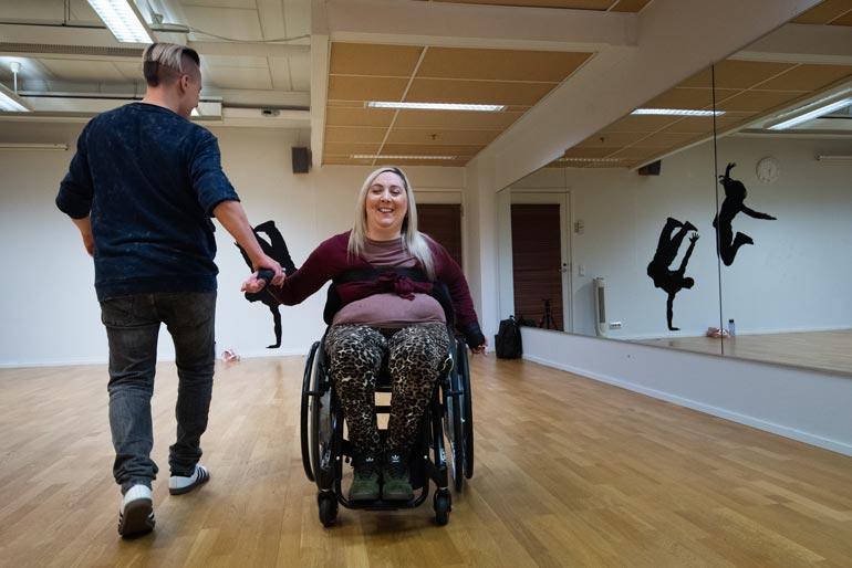 Yhteisen tanssin harjoittelu on ollut Janin ja Johannan mielestä todella hauskaa.