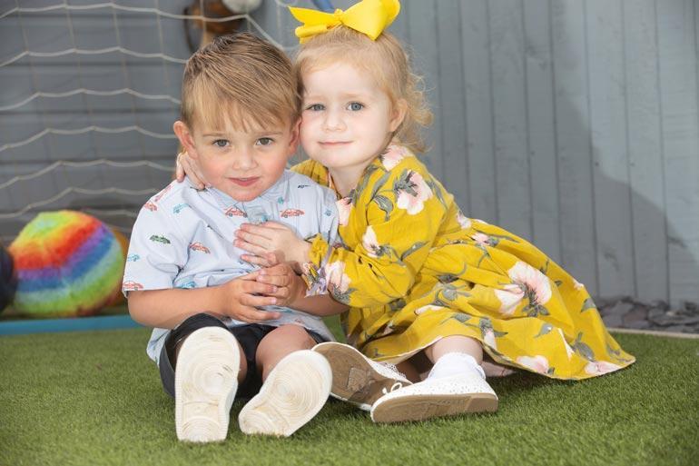 Kolmevuotiaat pikkuserkut Reggie ja Honey odottavat viimeisiä sydänleikkauksiaan. He ovat kehittyneet lähes normaalisti.