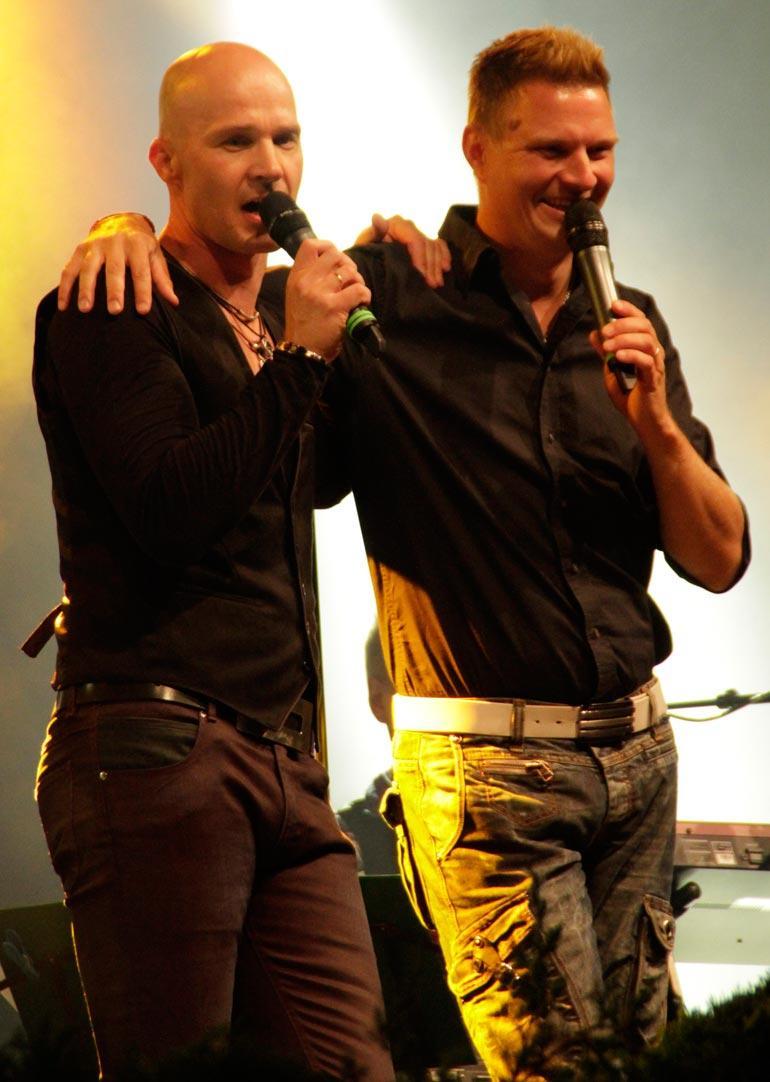 Jukka Hallikainen on tangokuningas vuodelta 2008, ja hänen duo-partnerinsa Marko Maunuksela on vuoden 2010 kunkku. – Pidin Markoakin valveilla, kun hän huolehti hengittämisestäni, Jukka sanoo huonekaveristaan.