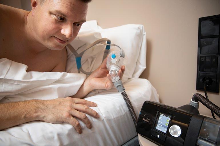 Jukalla oli pahimmillaan yli 60 hengityskatkosta tunnissa, nyt enää 2–3 koko yössä.