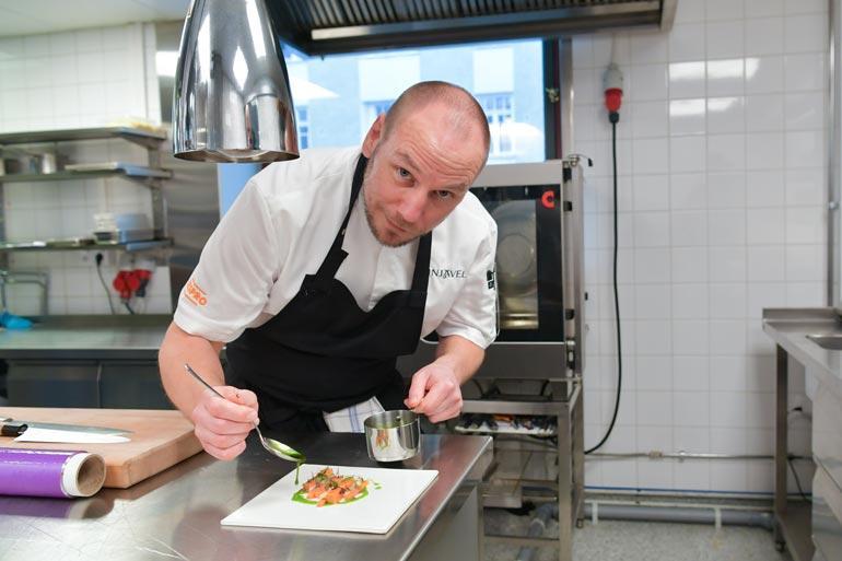 Tommi Tuominen on yksi Suomen arvostetuimmista keittiömestareista. Hänen ravintolansa Demo on maamme vanhin Michelin-ravintola.