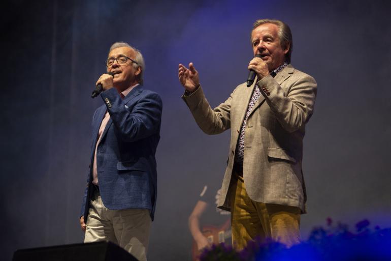 Pitkän uran tehneet Matti ja Teppo saivat ansaitsemaansa suitsutusta Linnan juhlilla.