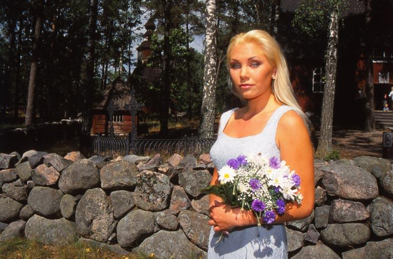 Carmen Mäkinen Alasti