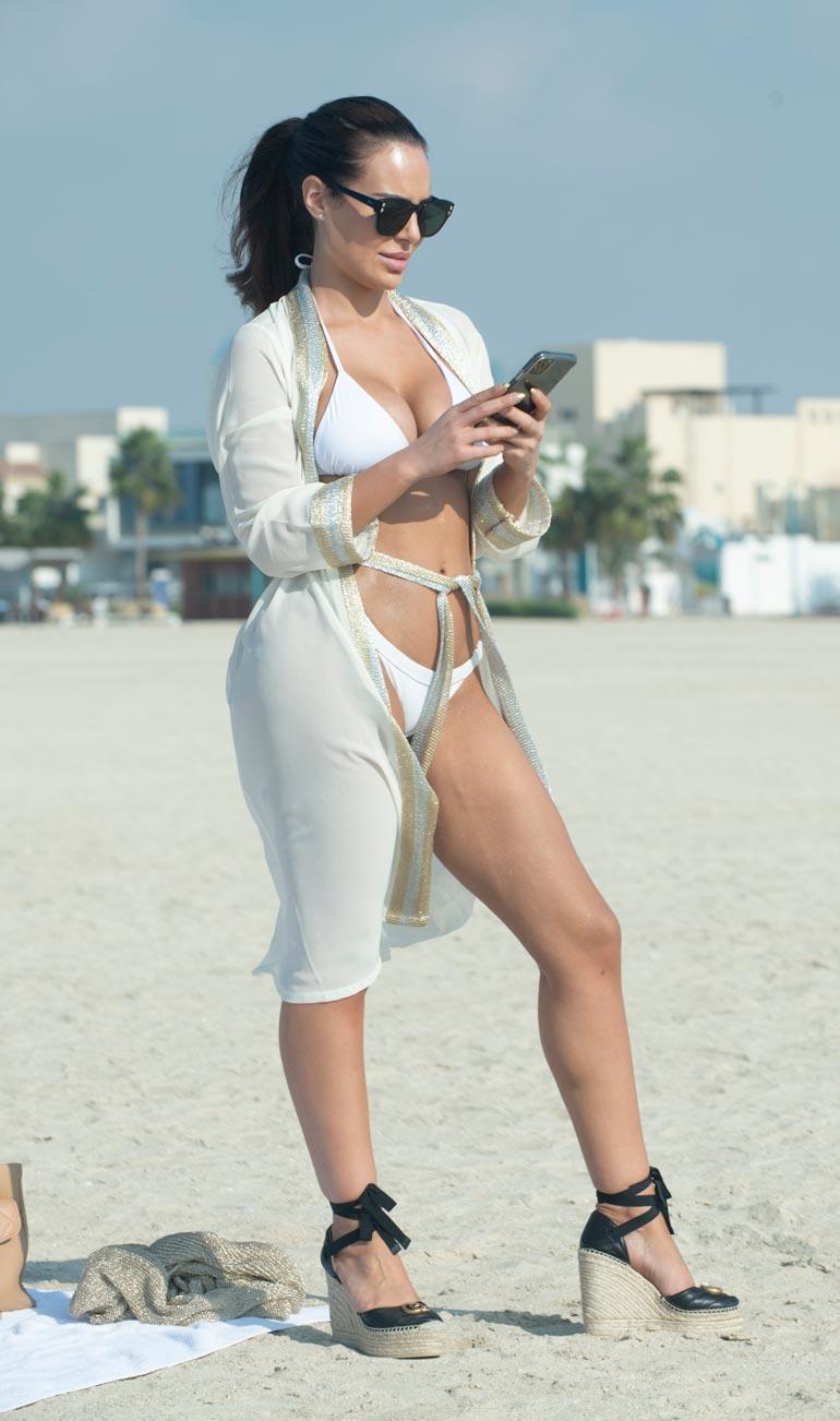 Sofia keskittyi välillä näpyttelemään kännykkäänsä hyvinkin intensiivisen oloisena.