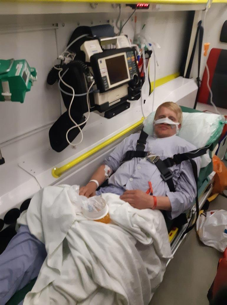 Timo vietiin ambulanssilla Himokselta kesäkuussa, kun hän joutui ikävään onnettomuuteen savusaunassa. – Kipu oli sietämätön!