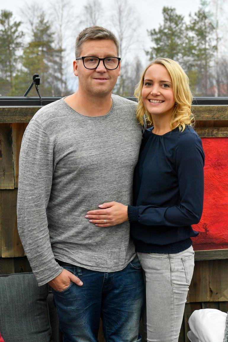 Pian kuusi vuotta yhdessä olleet Jani ja Maria menivät kihloihin viime vuoden huhtikuussa. Jani ja Maria avautuivat Seiskalle häistään.